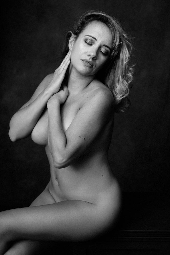 Implied nude of a woman, boston boudoir photographer Alice Pepplow creates elegant, sensual boudoir photos