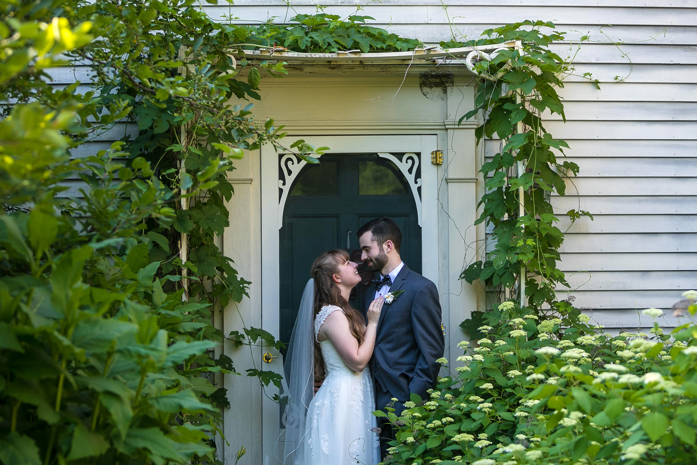 hartmans herb farm weddings, bride and groom photos